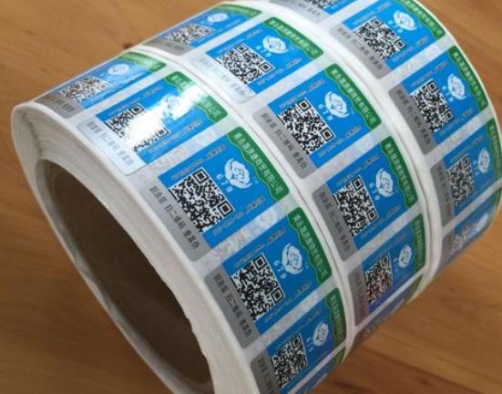 防伪标签制作,选择平贴瓶贴标签还是卷筒标签